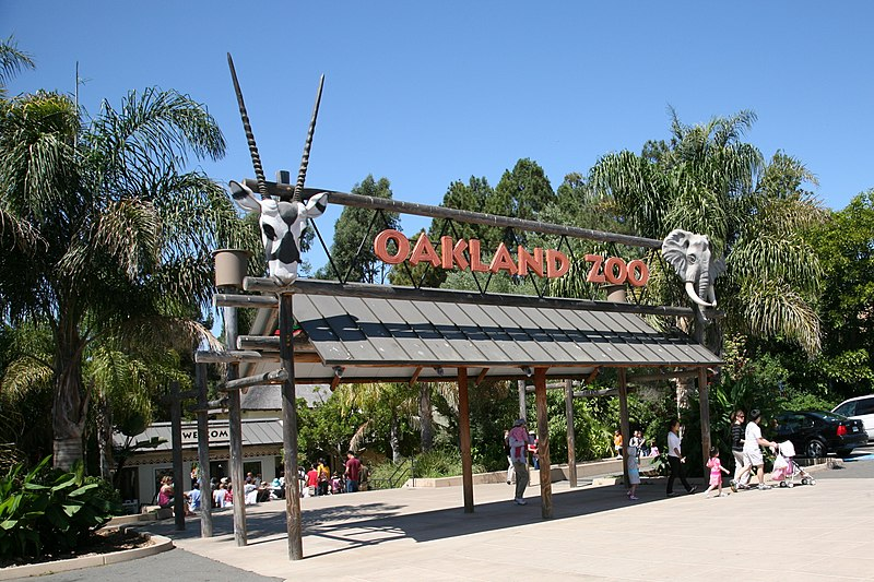 File:Oakland Zoo entrance.jpg