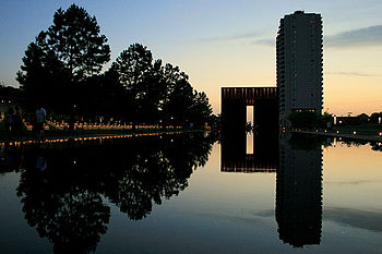English: The Oklahoma City National Memorial i...