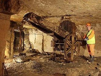 Bath stone - An old crane at Freshford Quarry