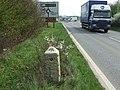 Old Milepost - geograph.org.uk - 1238730.jpg
