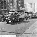 Opgeruimd staat netjes in Rotterdam, Eddy P. Graafland ontvangt van burgemeester, Bestanddeelnr 917-8224.jpg