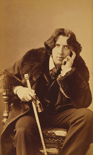 Three quarter length portrait of Oscar Wilde (...