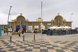 Vlissingen railway station - Image: Overzicht van de voorgevel met terras Vlissingen 20423258 RCE