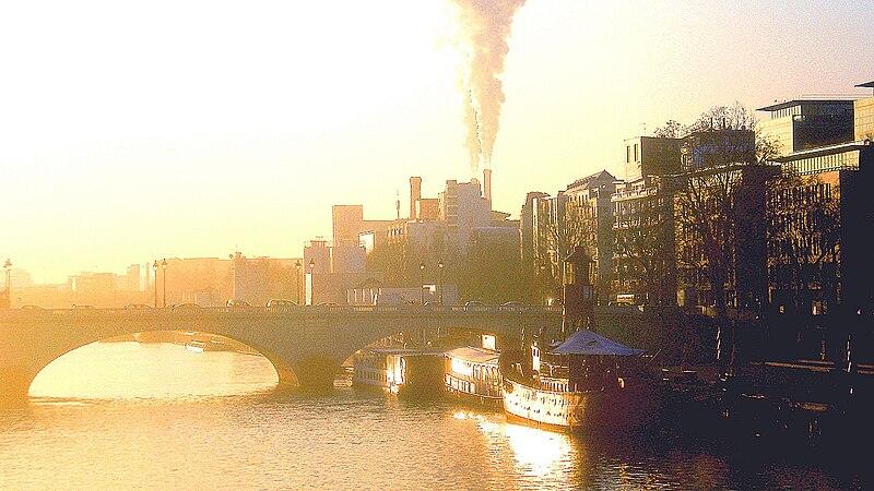 Fichier:P1250192 Paris XIII Port de la Gare et pont de Tolbiac reduct01.JPG