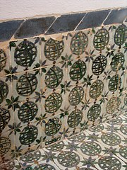 Azulejos com motivo de esfera armilar no P�tio da Carranca, Pal�cio Nacional de Sintra.