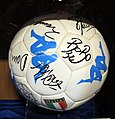 Pallone firmato dalla nazionale italiana dei mondiali di corea-giappone 2002.JPG