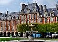 Paris Place des Vosges 09.jpg