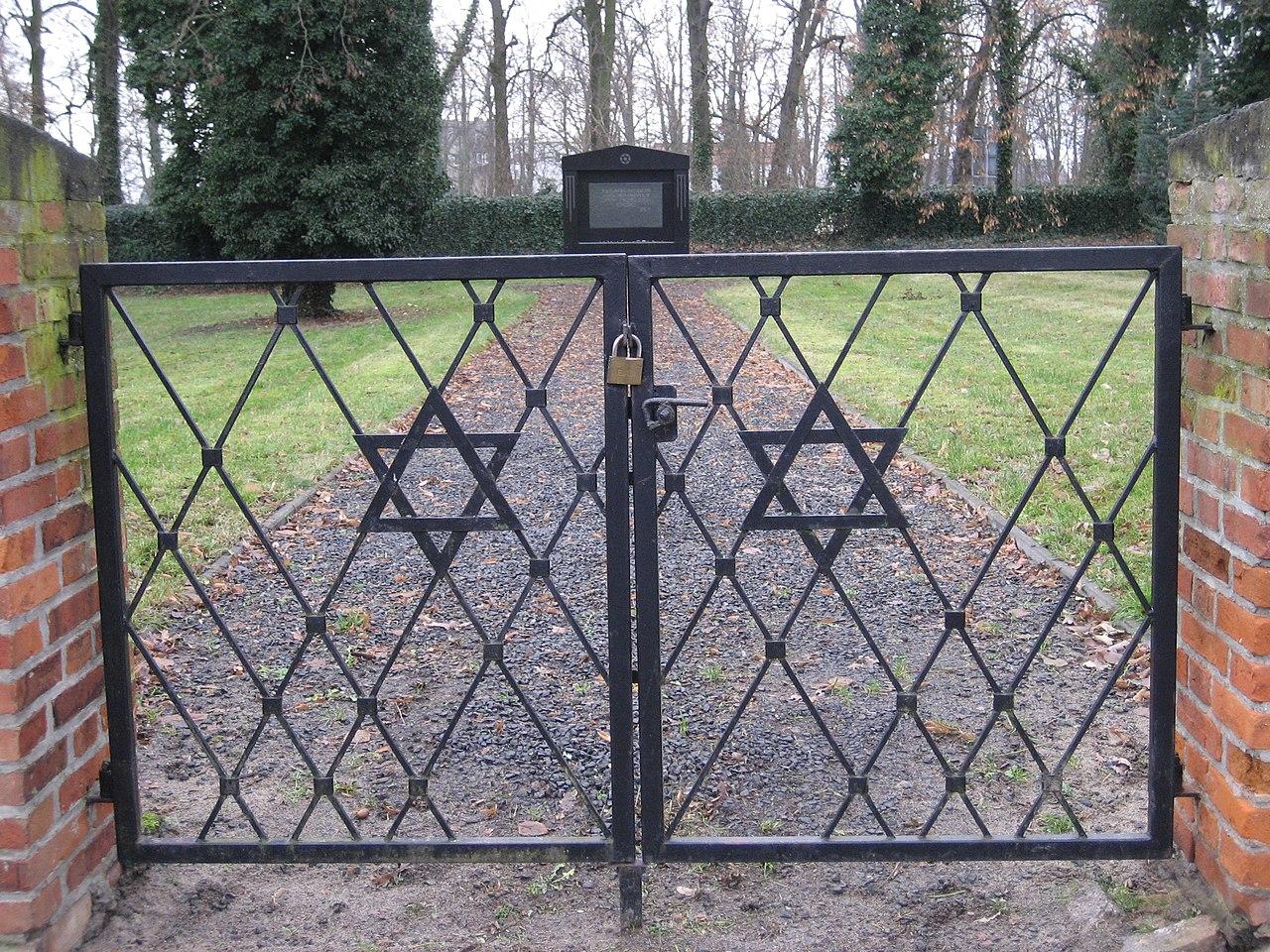 Pasewalk-Jüdischer-Friedhof-Torweg-IMG 6190.JPG