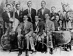 Danzón - Orquesta Enrique Peña Peña seated left, Barreto (violin) and Urfé (clarinet)