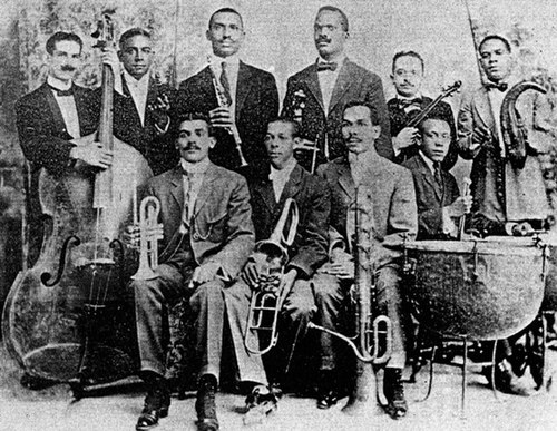 Orquesta Enrique Pena. Pena seated left, Barreto (violin) and Urfe (clarinet) Pena.jpg
