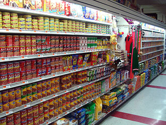 Pet food - A supermarket's pet food aisle in Brooklyn, New York
