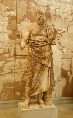Philosopher or priest of Delphi - Archaeological Museum of Delphi.jpg