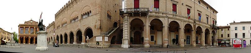 File:Piazza Cavour, Rimini.jpg - Wikimedia Commons