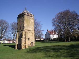 Abington, Northamptonshire - Image: Pigeonry, Abington Park (7004228211)