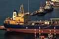 PikiWiki Israel 76663 a tanker in the port of haifa.jpg