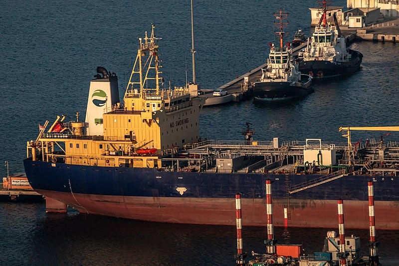 מכלית בנמל חיפה