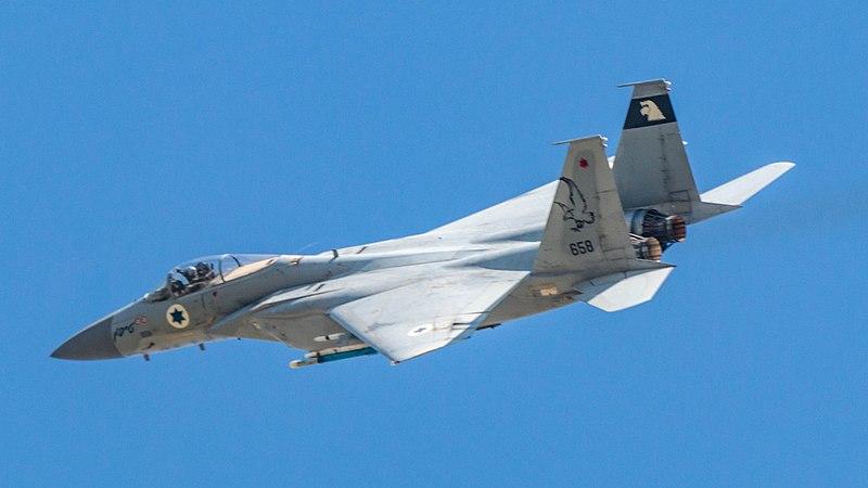 """F-15 """"בז"""""""