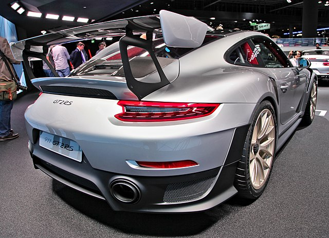 Porsche 911 GT2 RS (991.2)
