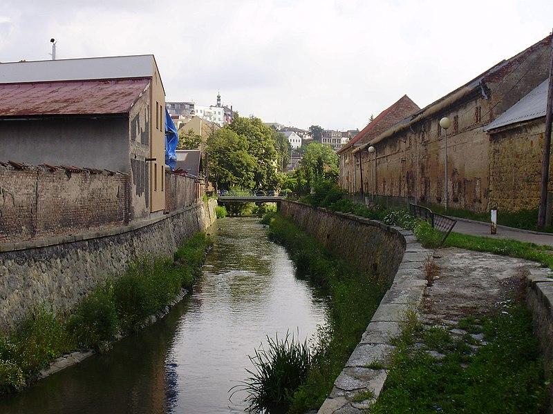File:Potok Klenice u statku - panoramio.jpg