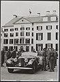 Prins Bernhard met zijn stafofficieren op het Loo, op het punt om zich voor de o, Bestanddeelnr 021-0278.jpg