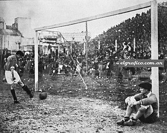 History of Club de Gimnasia y Esgrima La Plata (football) - Goalkeeper Herrera let San Lorenzo players to score goals without opposing, as a protest against the referee performance. The match, played in 1933, ended 7-1.