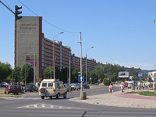 http://upload.wikimedia.org/wikipedia/commons/thumb/e/e6/Przymorze_building_block.jpg/320px-Przymorze_building_block.jpg
