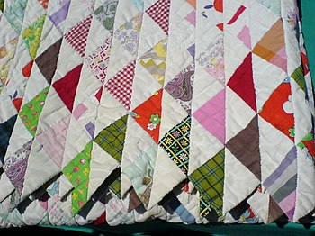 English: Quilt with triangle pattern