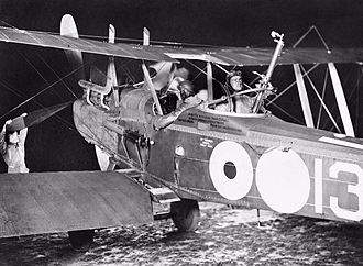 Royal Aircraft Factory R.E.8 - Preparing for a night take off