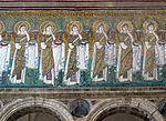 Ravenna, sant'apollinare nuovo, int., sante vergini offerenti, epoca del vescovo agnello, 06.JPG