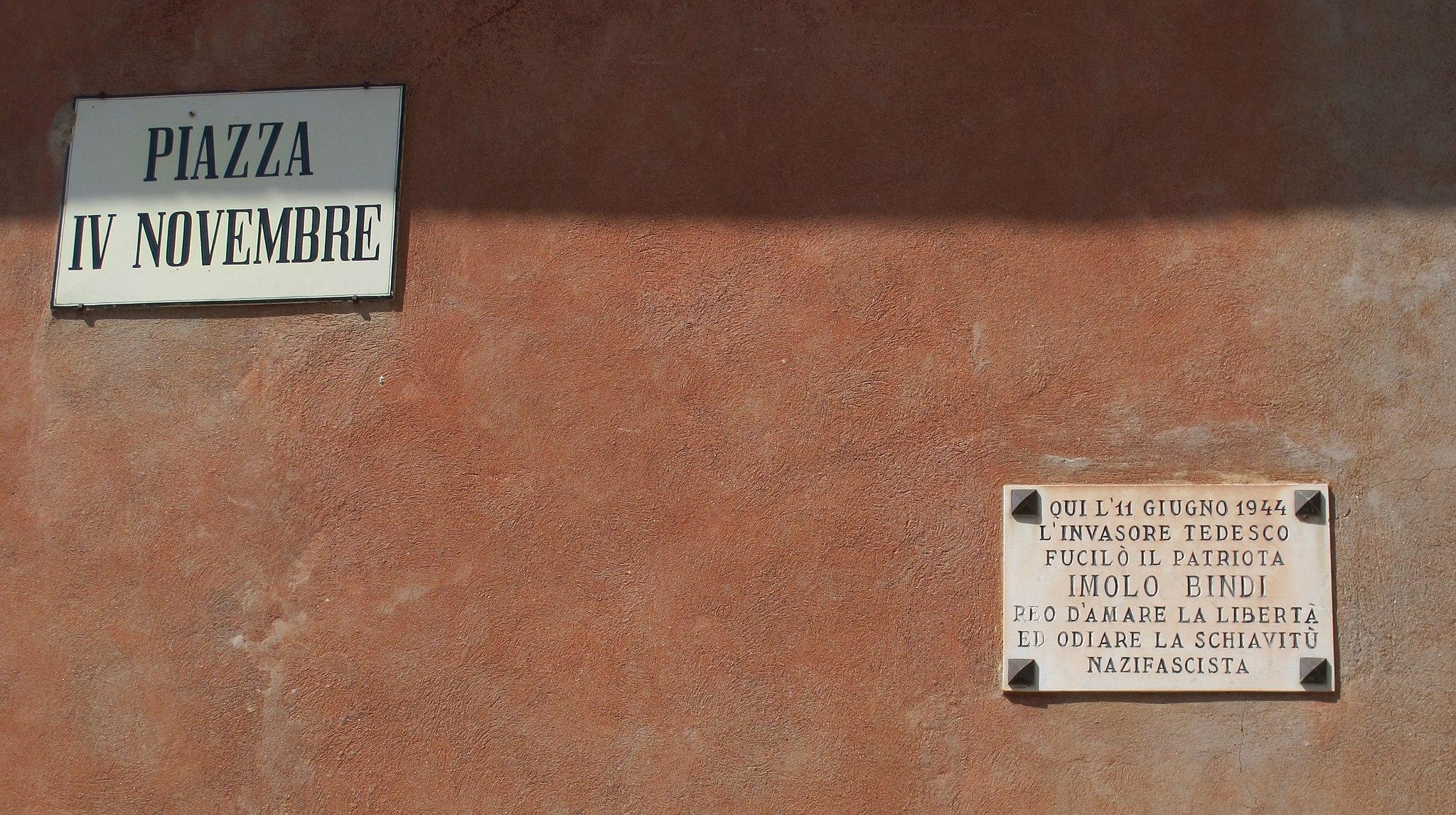 Roccalbegna, piazza IV novembre 03 targa imolo bindi