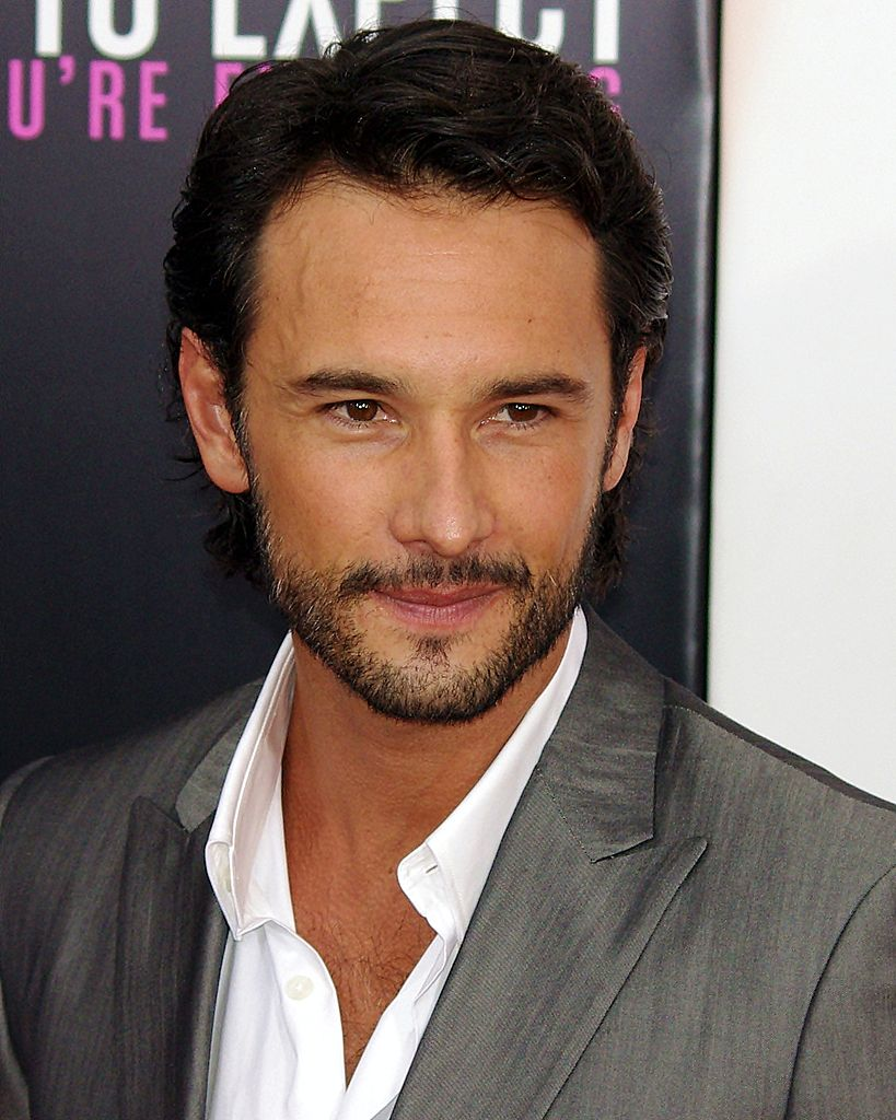 http://upload.wikimedia.org/wikipedia/commons/thumb/e/e6/Rodrigo_Santoro_WE_2012_Shankbone_2.JPG/819px-Rodrigo_Santoro_WE_2012_Shankbone_2.JPG