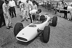 Ronnie Bucknum and RA271 1964 Honda F1 test.jpg