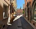 Rue Saint-Pierre (Embrun) en direction de la place principale.jpg