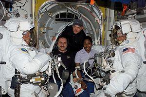 Photo STS-121 crew.