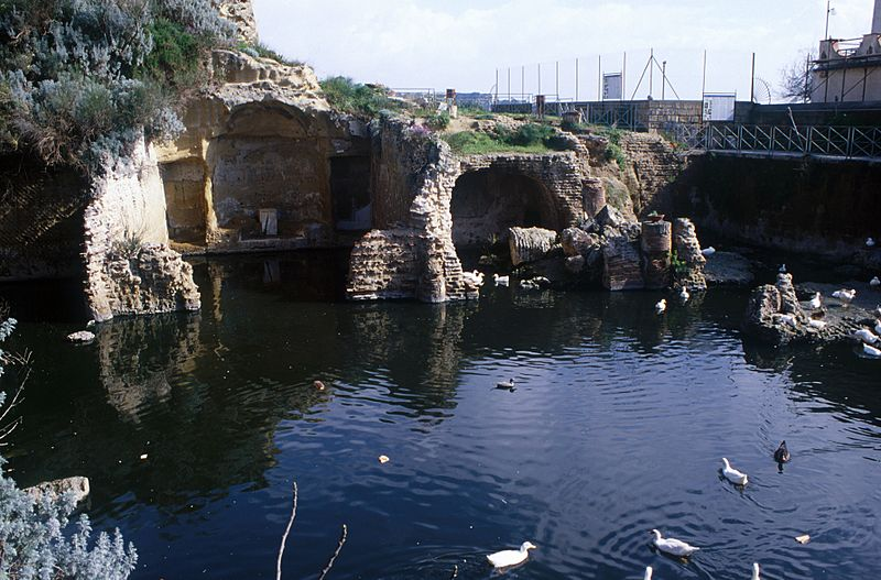 File:Sacello Augustali, Misenum.jpg
