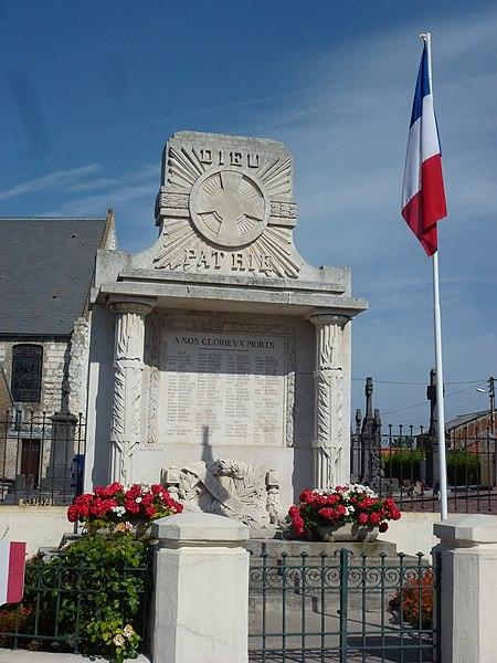 Sainte-Marie-Kerque (Pas-de-Calais) monument aux morts