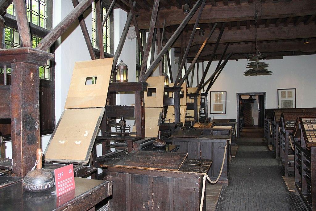 1024px-Salle-des-presses-Plantin.jpg