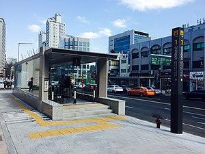 Samseong Jungang Station - Image: Samseong Jungang Station 20150328 144831986