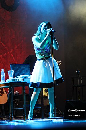 Sandy (singer) - Sandy performing at the Manuscrito Tour in Curitiba