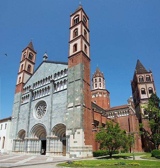 Sant'Andrea-Vercelli-FacciataDestra