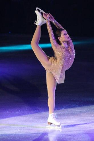 Sasha Cohen - Cohen performs a Biellmann spiral on the 2008 Stars on Ice tour stop in Halifax.