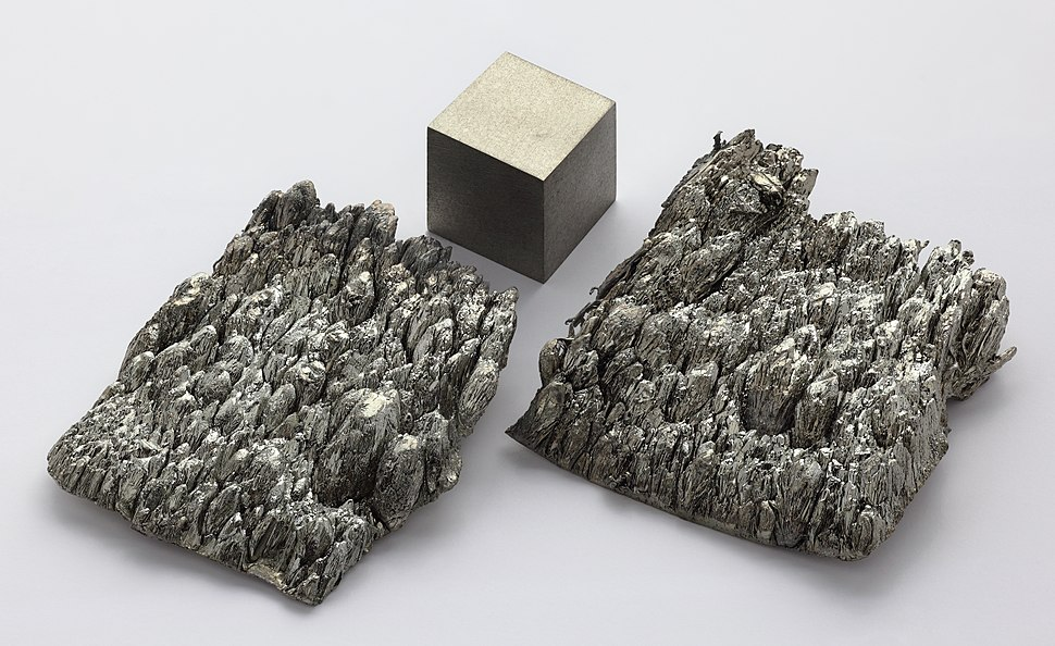Scandium sublimed dendritic and 1cm3 cube