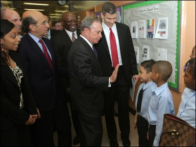 Secretary Arne Duncan Visits New York, Discusses American Recovery and Reinvestment Act 01