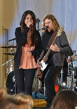 Selena Gomez Live on Good Morning America 01 (cropped).jpg