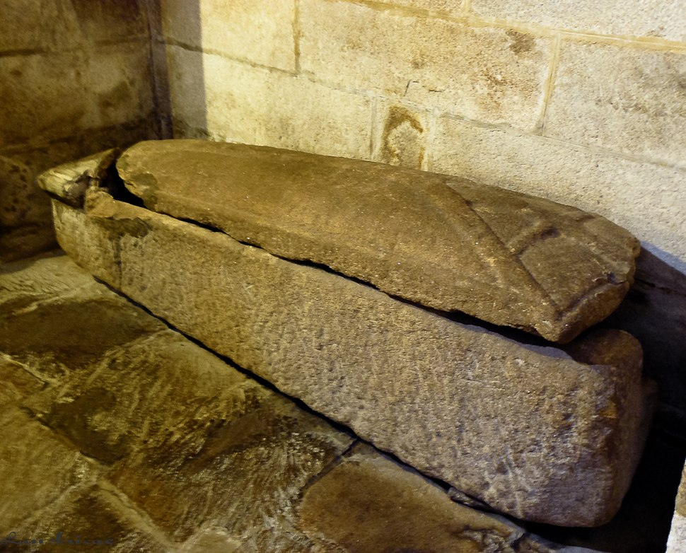 Sepulcro de Trahamunda no Convento de San Xoán de Poio