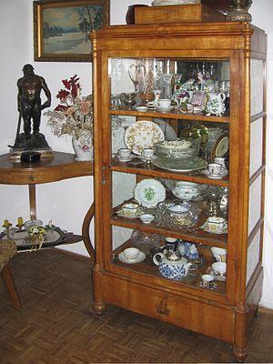 Cupboard - Decorative crockery and bibelots in vitré armoire or vitrina