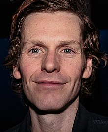 Description de l'image Shaun Evans in Hello Goodbye at the Hampstead Theatre in 2015.jpg.
