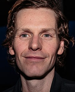 Shaun Evans in Hello Goodbye at the Hampstead Theatre in 2015.jpg