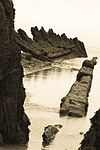 Ship wreck on Burnham beach at low tide, Somerset (2999185249).jpg