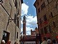 Siena, Costarella dei Barbieri.jpg